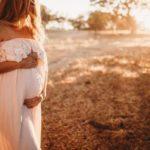 Беременная дала двоим в подсобке магазина