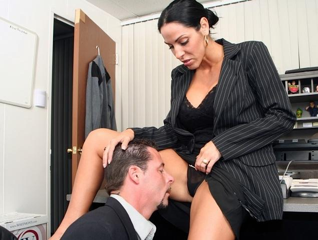 Порно Под Столом У Начальницы